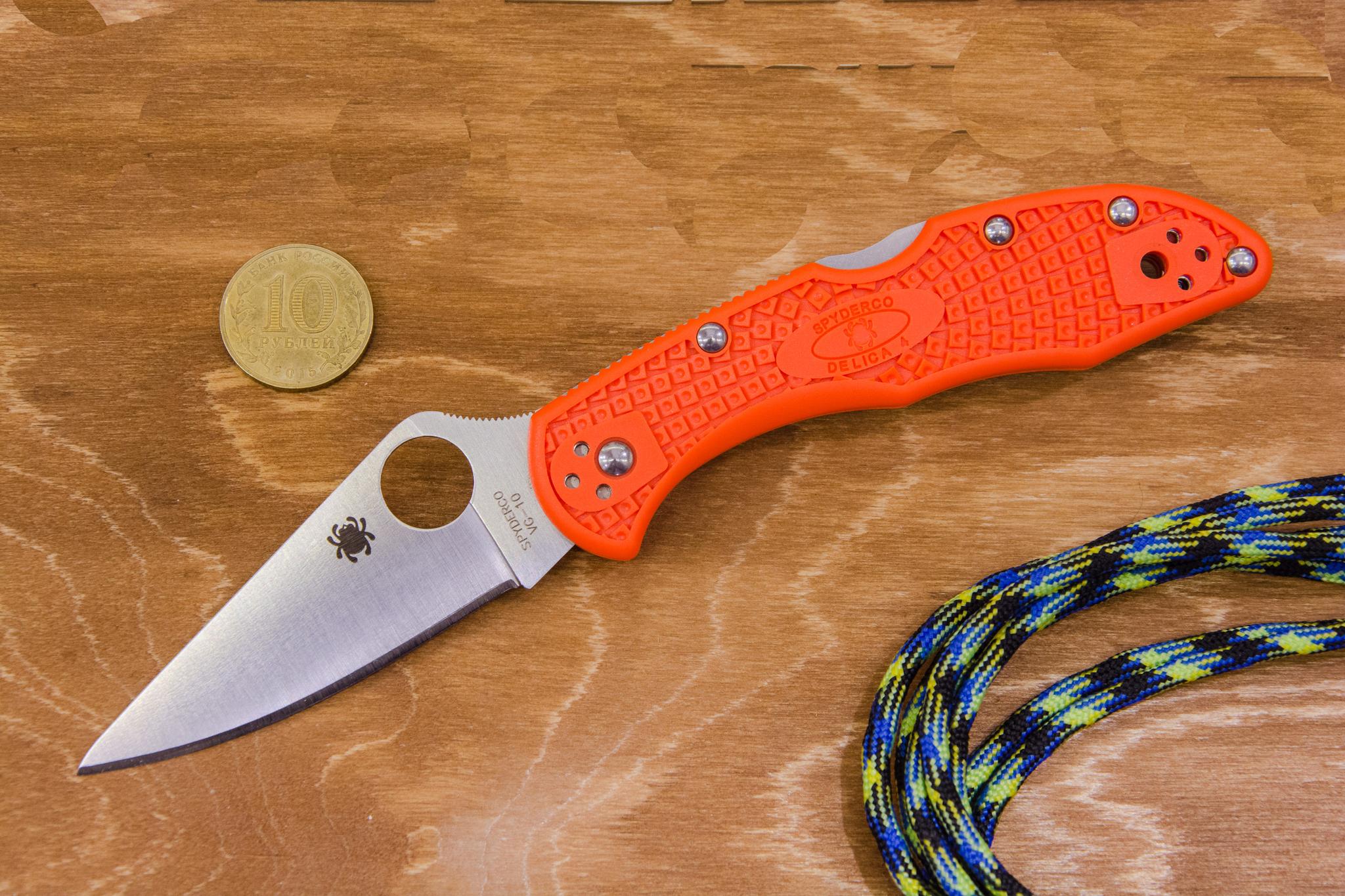 Фото 13 - Складной нож Delica 4 Flat Ground - Spyderco 11FPOR, сталь VG-10 Satin Plain, рукоять термопластик FRN оранжевый
