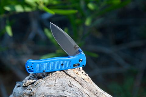 Нож складной Benchmade Bugout Blue 535, сталь S30V, рукоять пластик. Вид 16