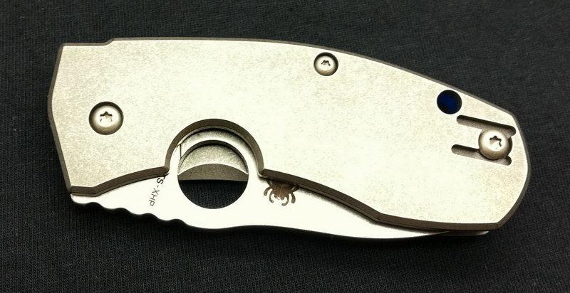 Фото 5 - Нож складной Marcin Slysz Techno™ Spyderco 158TIP, сталь Carpenter CTS™ - XHP Micro-Melt® Alloy Satin Plain, рукоять титан, серый