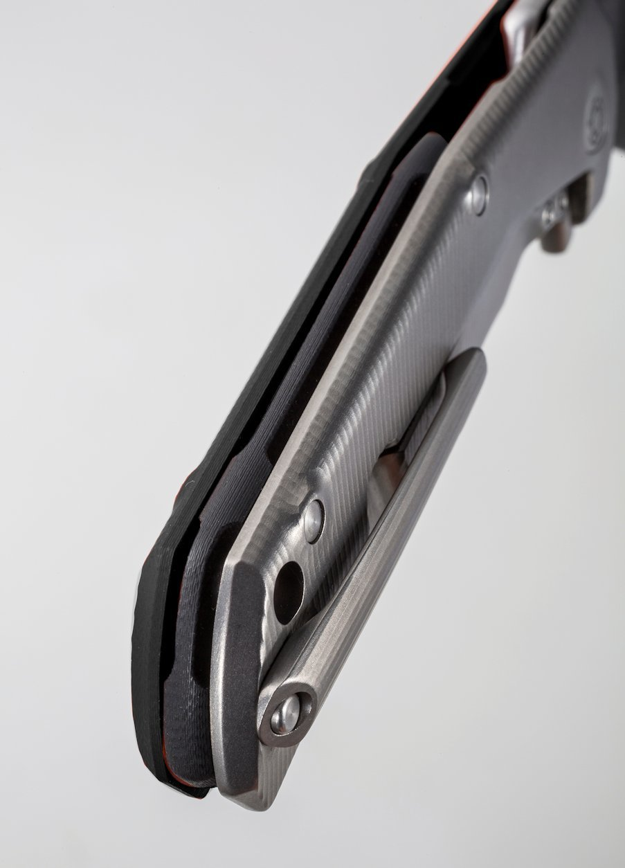 Фото 4 - Нож складной LionSteel T.R.E. G10 Black, сталь M390, рукоять G10/титан от Lion Steel