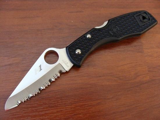 Фото 9 - Нож складной Salt 1 - Spyderco C88SBK, сталь H1 Satin Serrated, рукоять термопластик FRN, чёрный