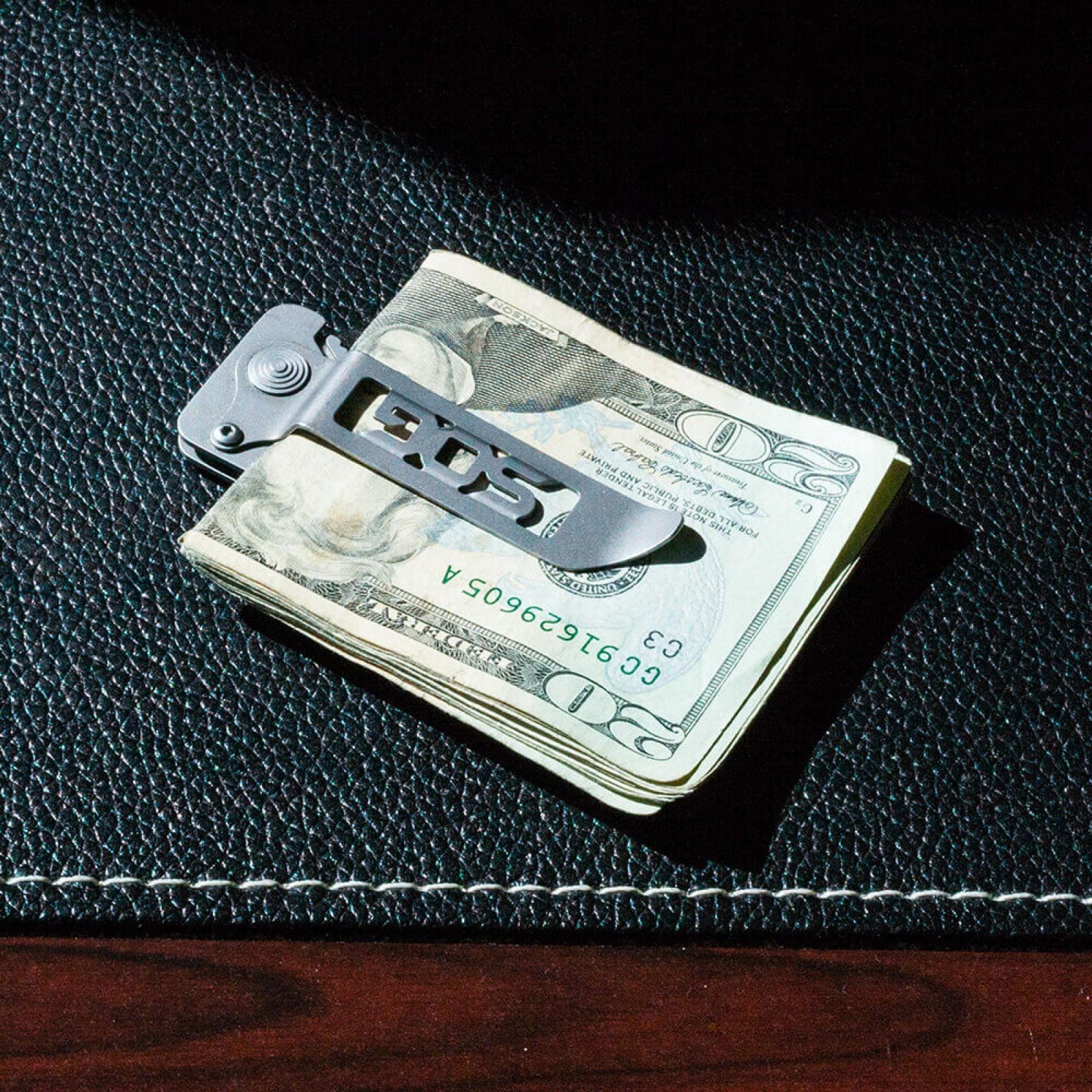 Фото 13 - Складной нож Cash Card Money Clip - SOG EZ1, сталь 8Cr13MoV, рукоять нержавеющая сталь, серебристый