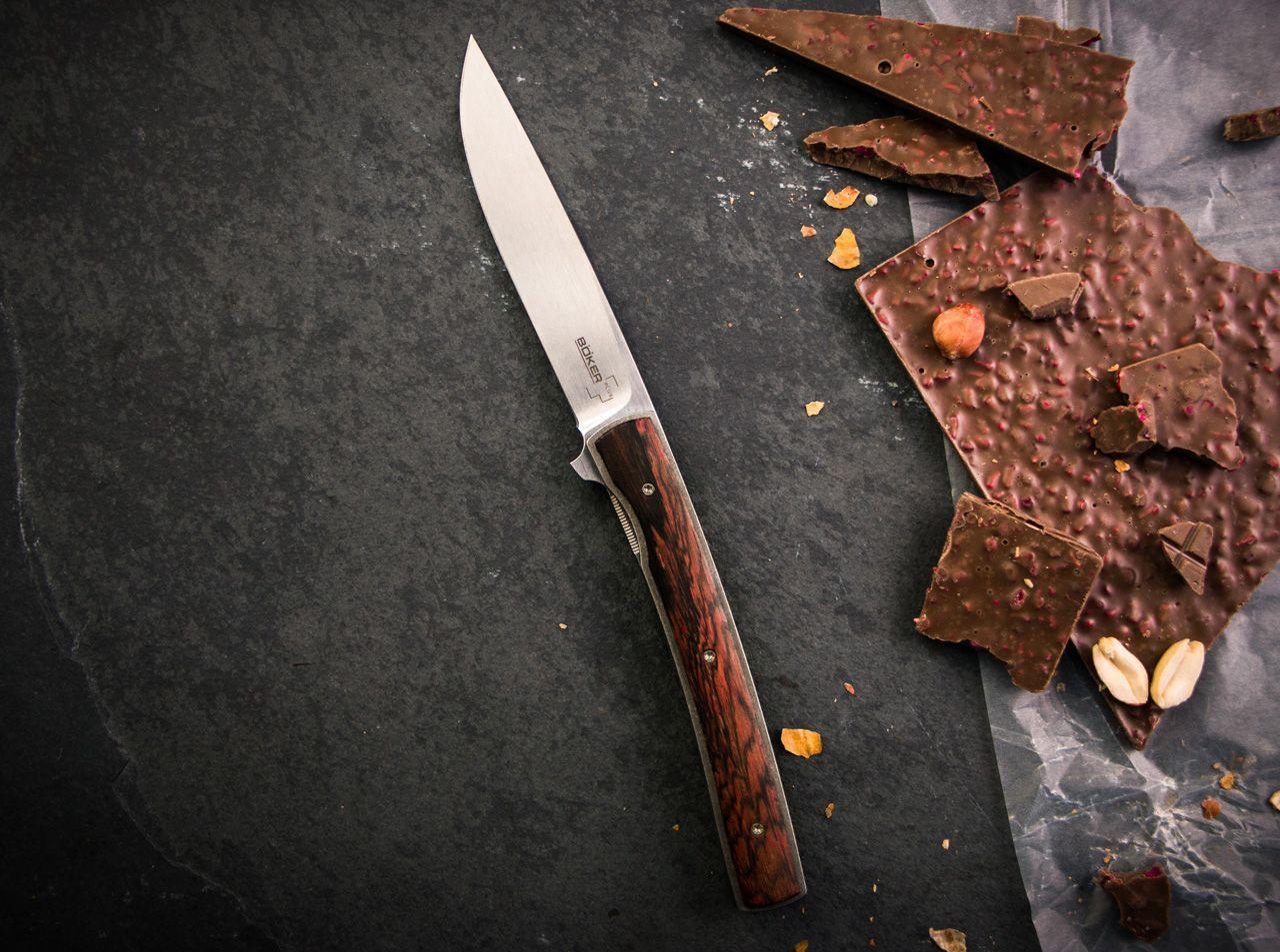 Фото 8 - Складной нож Boker Urban Trapper Gentleman Cocobolo Wood 01BO722, сталь VG-10, рукоять титан/дерево