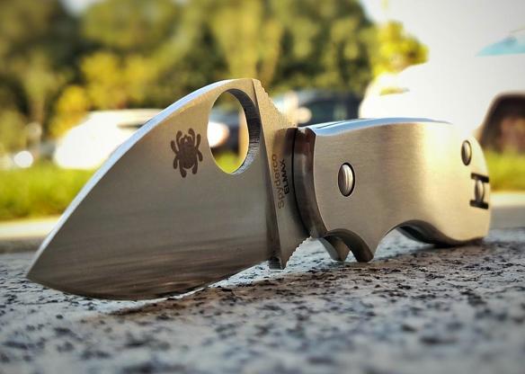 Фото 7 - Нож складной Squeak Titanium Spyderco 154TIP, сталь Elmax® Satin Plain, рукоять титан
