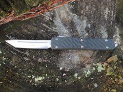Автоматический фронтальный нож Ultratech Contoured Chassis Carbon Fiber, Satin Finish Tanto M390