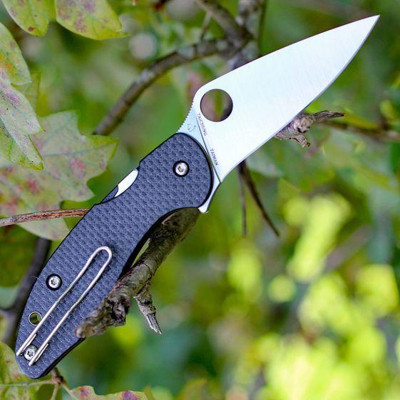 Фото 4 - Нож складной MANTRA 3 Spyderco C233CFP, сталь Crucible CPM® S30V™ Satin Plain, рукоять карбон/стеклотекстолит G10, чёрный
