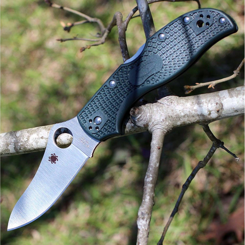 Фото 9 - Нож складной Stretch 2 Spyderco 90PGRE2, сталь ZDP-189 Satin Plain, рукоять термопластик FRN, зелёный
