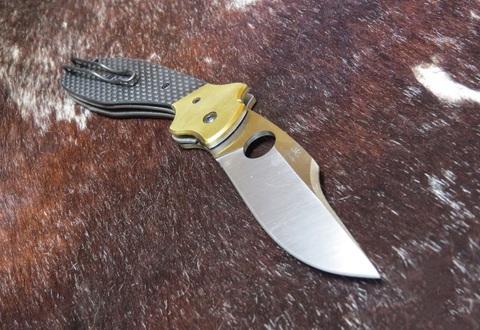 Нож складной Schempp Bowie Spyderco 190CFP, сталь Crucible CPM® S30V™ Satin Plain, рукоять карбон/стеклотекстолит G10/латунь, чёрный. Вид 4
