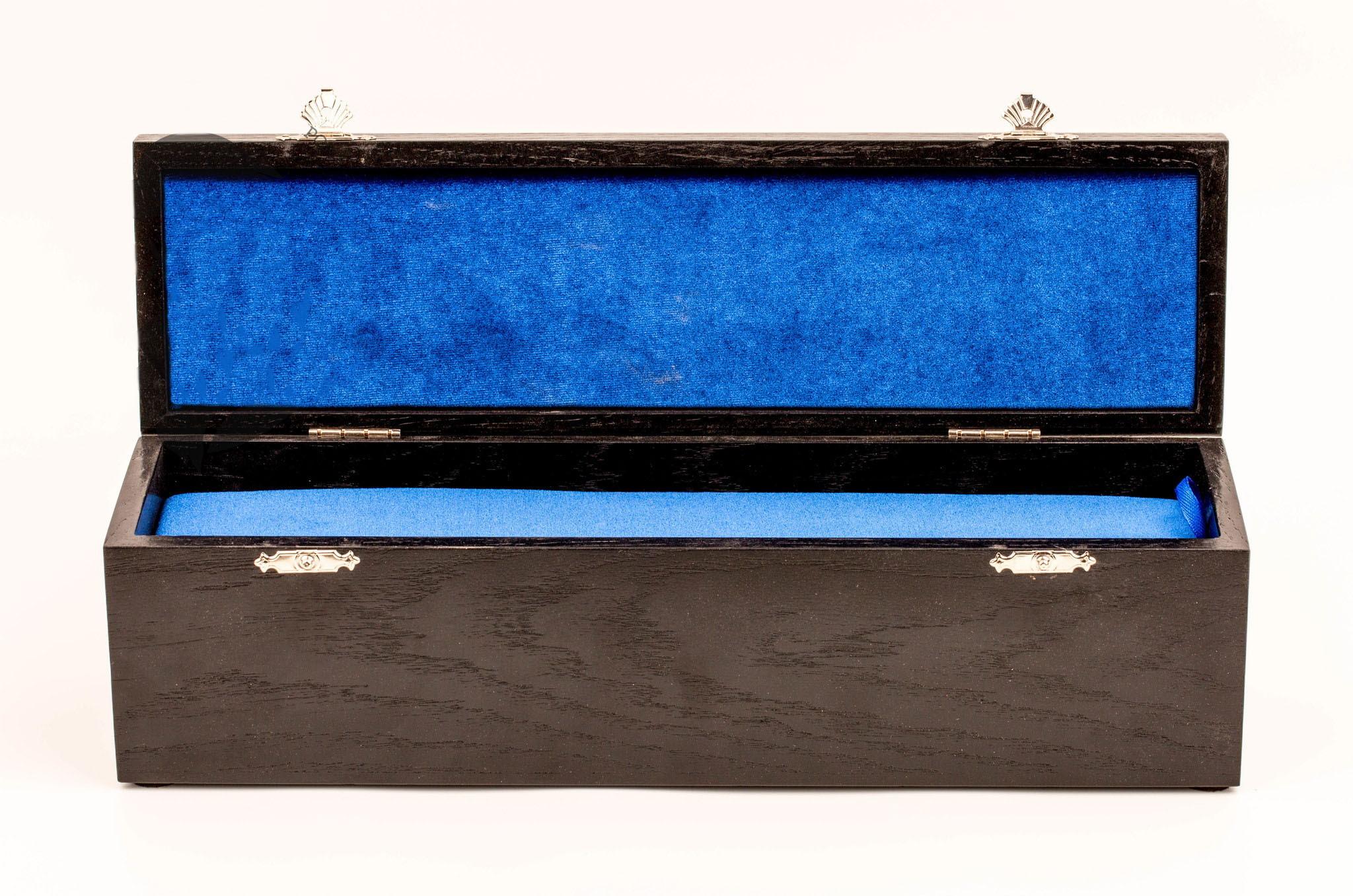 Подарочная шкатулка для ножа с двойным дном, дуб, лак от Фабрика деревянных футляров