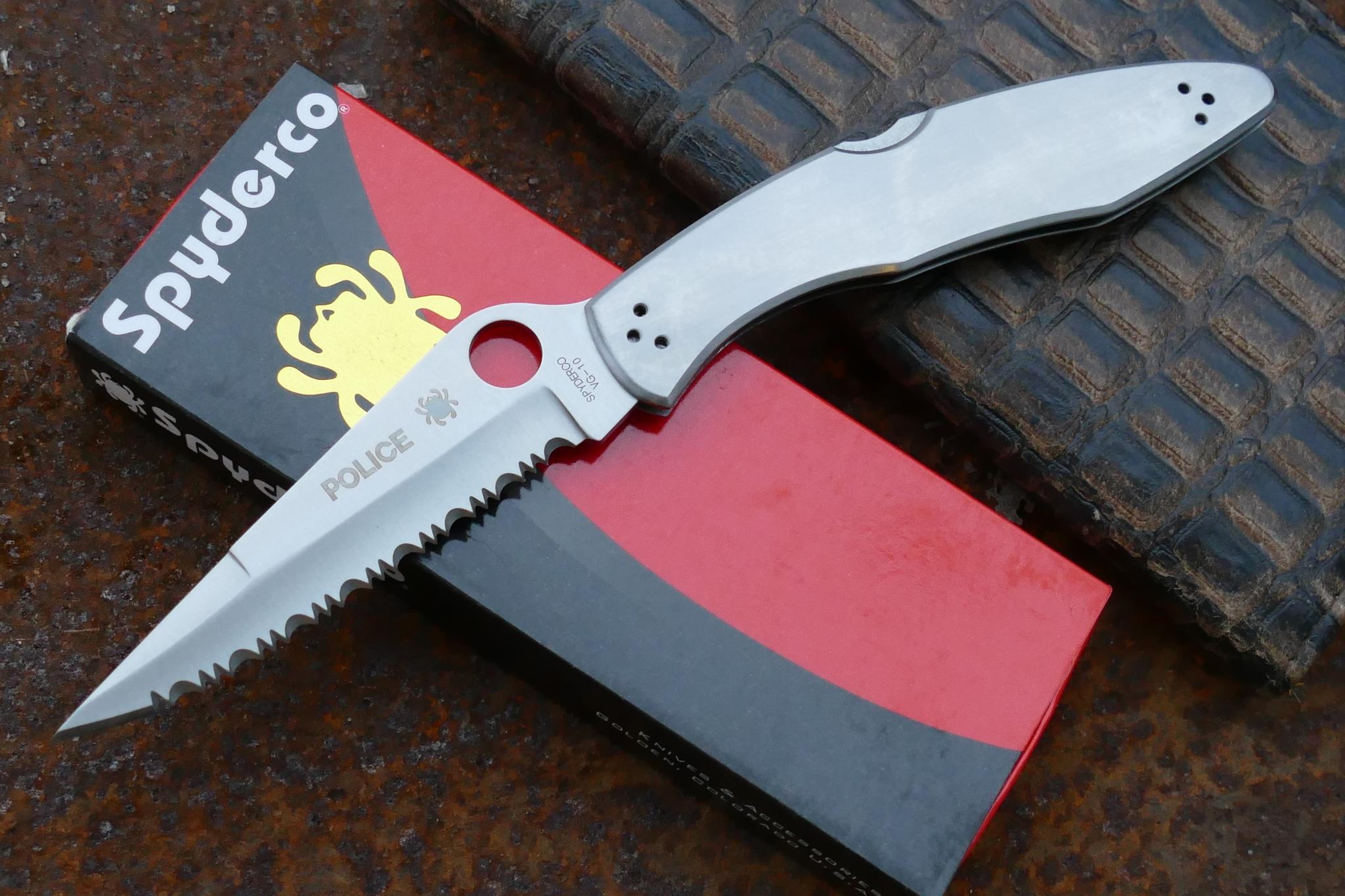 Фото 9 - Складной нож Spyderco Police Full Serrated Edge, сталь VG 10, стальная рукоятка