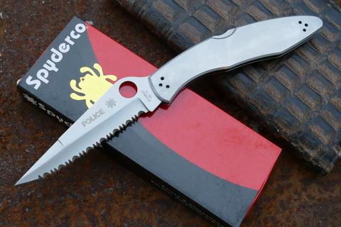 Складной нож Spyderco Police Full Serrated Edge, сталь VG 10, стальная рукоятка. Вид 3