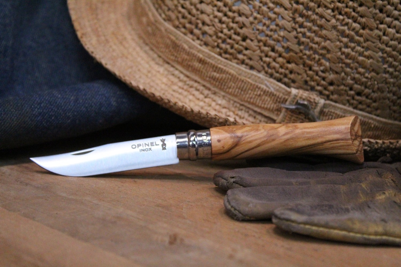 Фото 4 - Нож складной Opinel №6 Olive Wood, сталь Sandvik™ 12С27, рукоять оливковое дерево, 002023