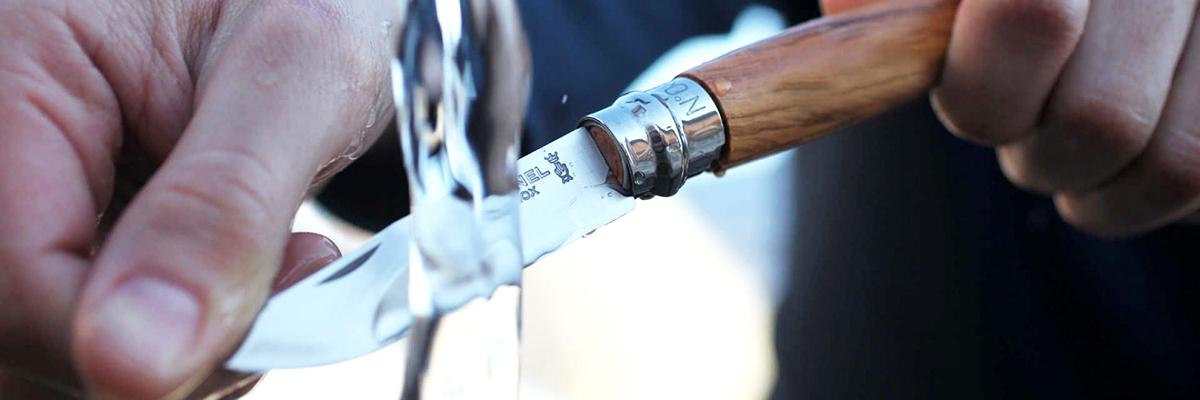 Фото 11 - Складной Нож Opinel №8 VRI Classic Woods Traditions Olivewood, нержавеющая сталь Sandvik 12C27, оливковое дерево, 001004, деревянный футляр, чехол
