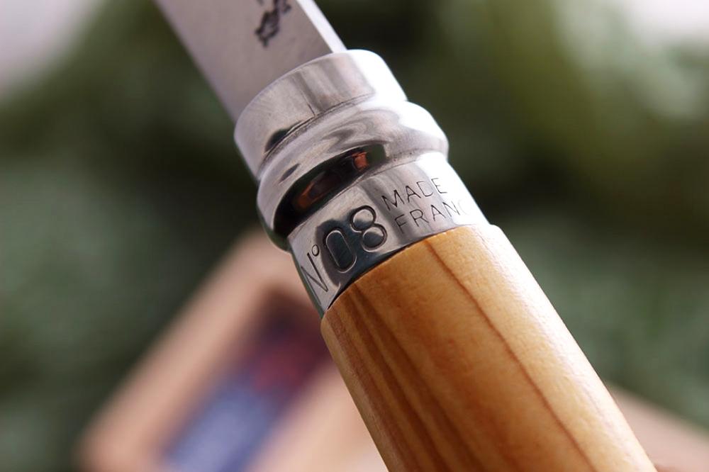 Фото 12 - Складной Нож Opinel №8 VRI Classic Woods Traditions Olivewood, нержавеющая сталь Sandvik 12C27, оливковое дерево, 001004, деревянный футляр, чехол