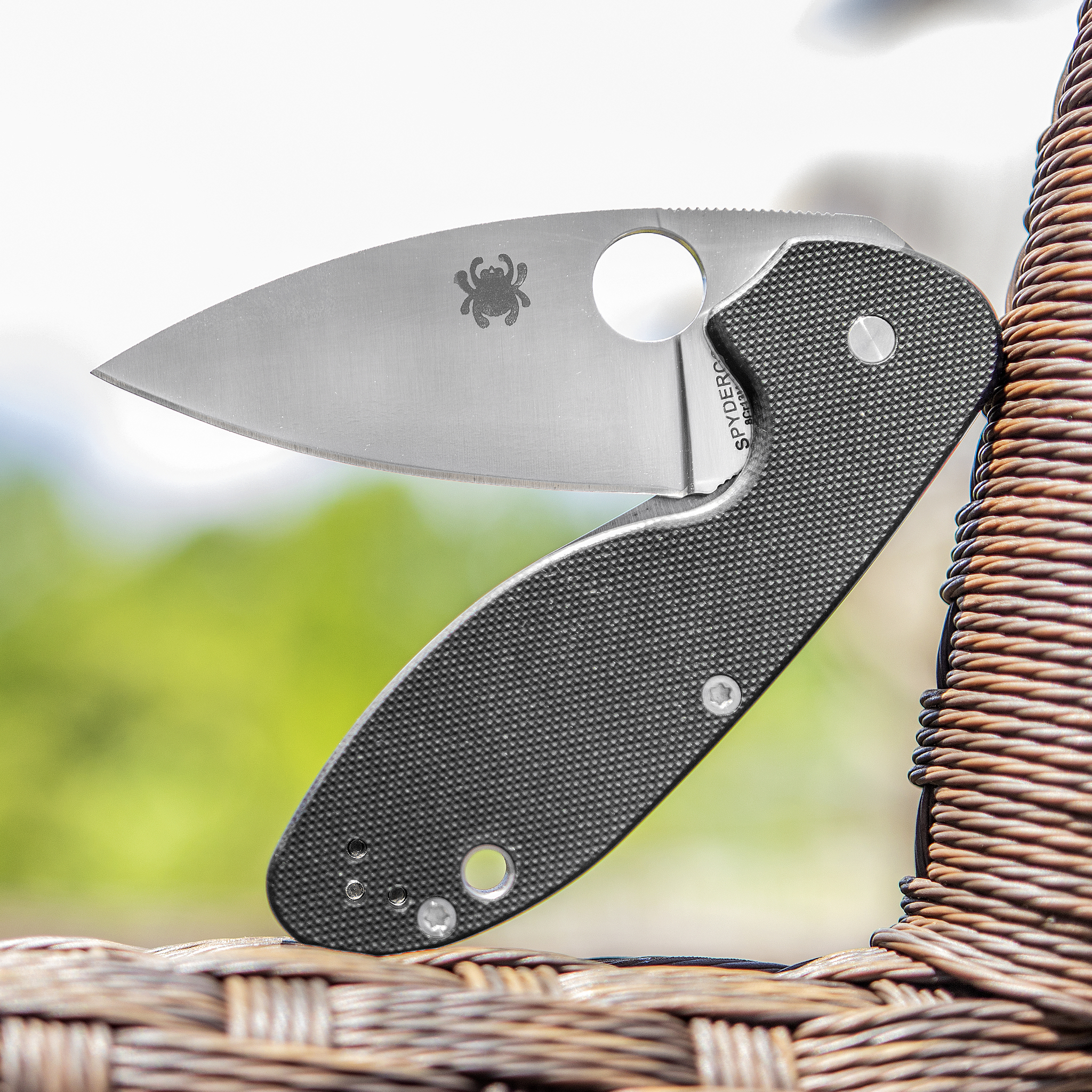 Фото 8 - Складной нож Spyderco Efficient - 216GP, сталь 8Cr13MOV Satin Plain, рукоять стеклотекстолит G10, чёрный