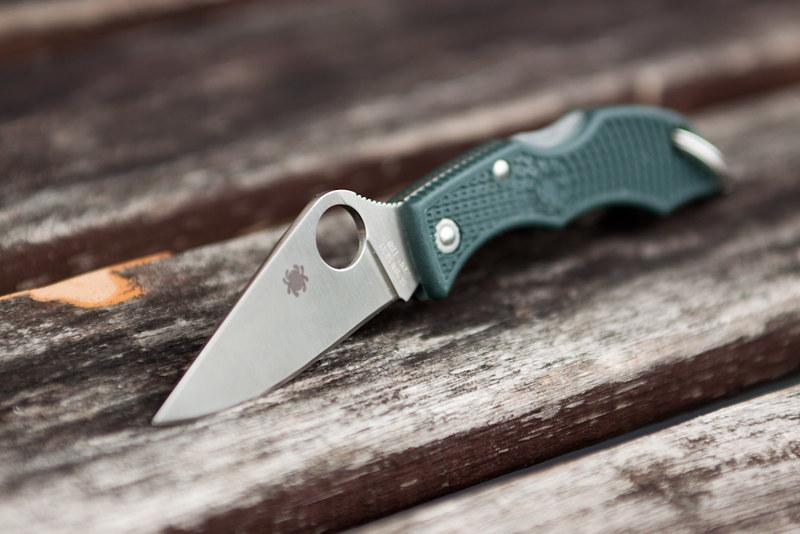 Фото 5 - Нож складной Ladybug 3 - Spyderco LGREP3, сталь ZDP-189 Satin Plain, рукоять термопластик FRN, (British Racing Green) зелёный