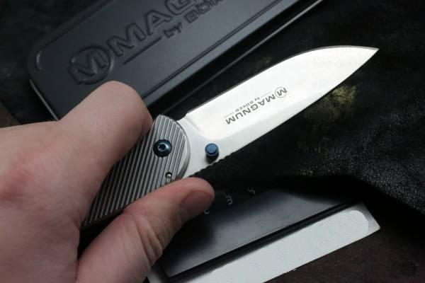 Фото 11 - Нож складной Magnum Blue Dot, сталь 440А Stonewash Plain, рукоять нержавеющая сталь, серый, Boker 01RY863