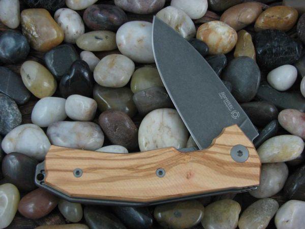 Фото 6 - Нож складной LionSteel KUR BUL Olive Wood, сталь Stonewashed & PVD-Coated Uddeholm Sleipner®, рукоять оливковое дерево от Lion Steel