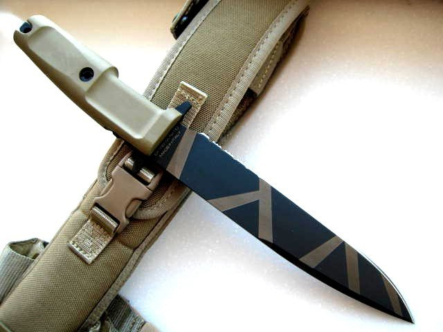Фото 4 - Нож с фиксированным клинком Extrema Ratio Venom Desert Warfare, сталь Bhler N690, рукоять прорезиненный форпрен