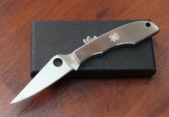 Фото 4 - Складной нож-брелок Grasshopper Spyderco C138P, сталь Sandvik™ 12C27, рукоять нержавеющая сталь