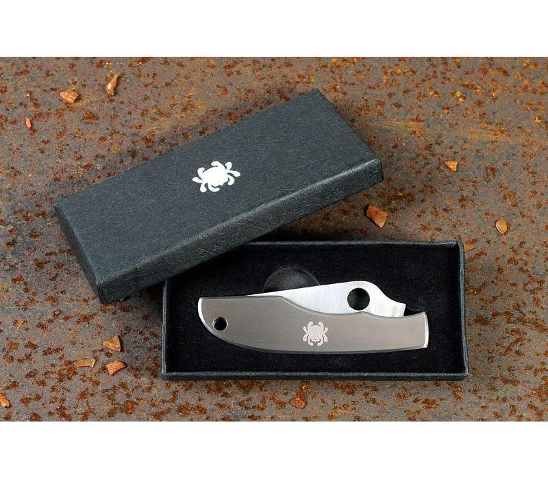 Фото 5 - Складной нож-брелок Grasshopper Spyderco C138P, сталь Sandvik™ 12C27, рукоять нержавеющая сталь
