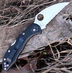 Нож складной Delica 4 Lightweight Spyderco 11FSWCBK, сталь VG-10 Satin Serrated Wharncliffe, рукоять термопластик FRN, чёрный, фото 3